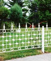 Garden Fences and Lawn Edgings