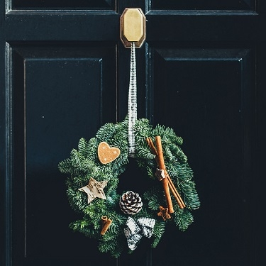 Wreath Holders & Wreath Hangers