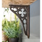 Traditional designed shelf bracket