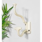 'Madame Anouk' Cream Hook in Situ