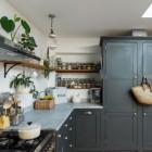 Curved Iron Shelf Bracket in Kitchen