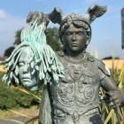 Perseus Holding Medusa gead