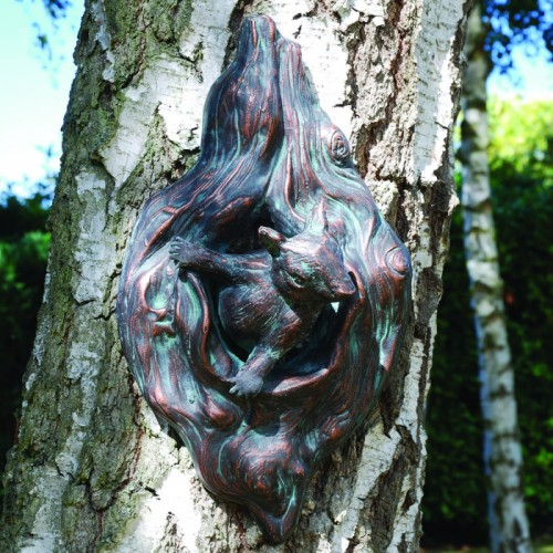 Looking Squirrel Garden Wall Art in an Antique Bronze Finish