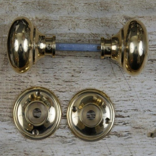 Traditional Door Knobs in Polished Brass