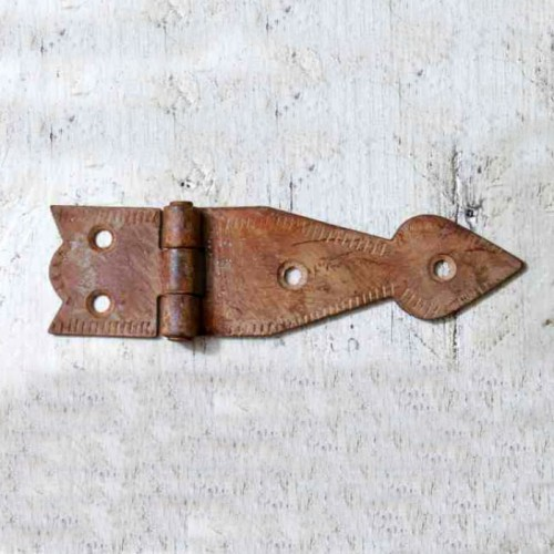 "Iron ""Spearhead"" Hinge In A Rustic Finish"