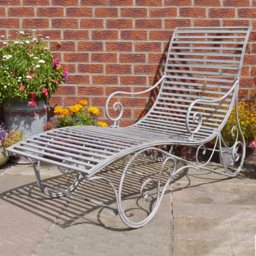 """shabby chic"" Rustic grey on the sun lounger"