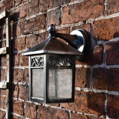 """Thetford"" Traditional Wall Lantern in Situ"