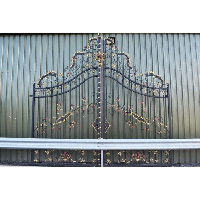 Chatam Estate Deluxe Driveway Gates Black Country