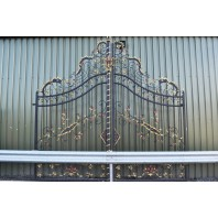 """Chatam Estate"" Deluxe Driveway Gates"