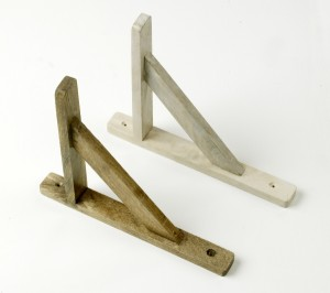 """Embray Lodge"" Classic Hardwood Antique White Finish Brackets 25 x 21cm"