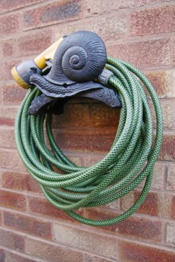 Snail hose holder