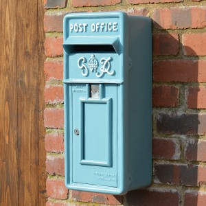 Slim King George wall mounted post box