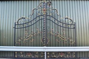 """Chatam Estate"" Deluxe Driveway Gates"