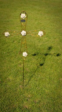 White Roses Memorial Cross