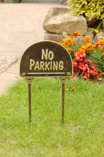 Solid Brass Amp Black Quot No Parking Quot Lawn Sign Lawn Signs
