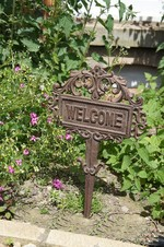 Cast Iron �Welcome� House spike Sign